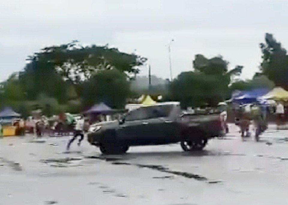 Foto video tular: Pemandu pikap yang mengamuk dan merempuh orang ramai di tapak peniaga di Bukit Sentosa, Hulu Selangor, direman bagi membantu siasatan.