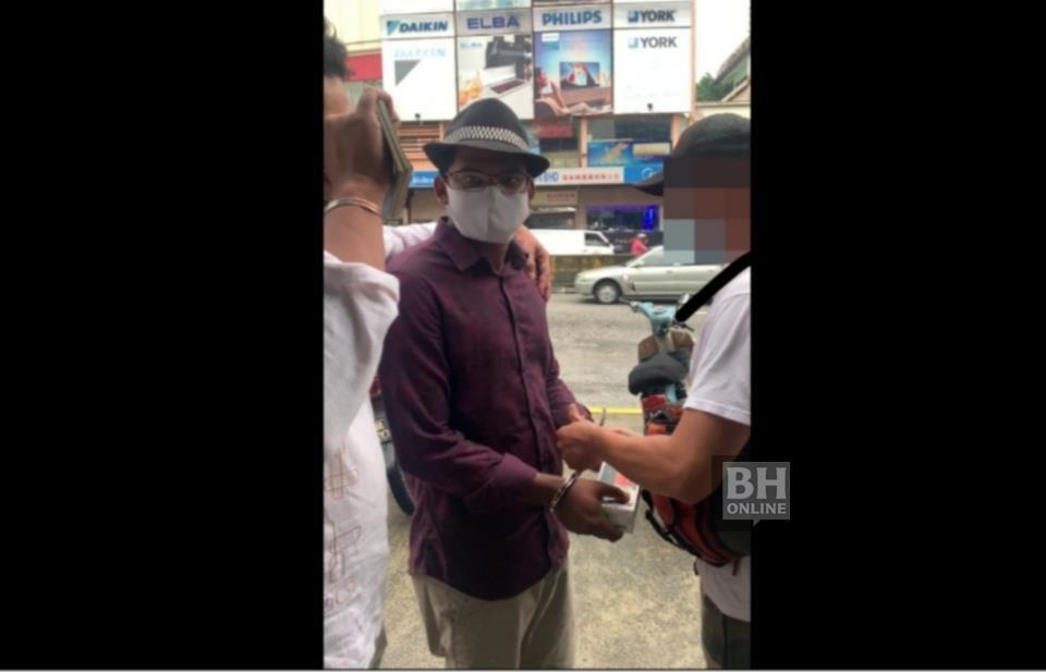 Md Rayhan Kabir ditahan anggota Jabatan Imigresen Malaysia selepas lebih dua minggu bersembunyi. Foto Ihsan Jabatan Imigresen Malaysia