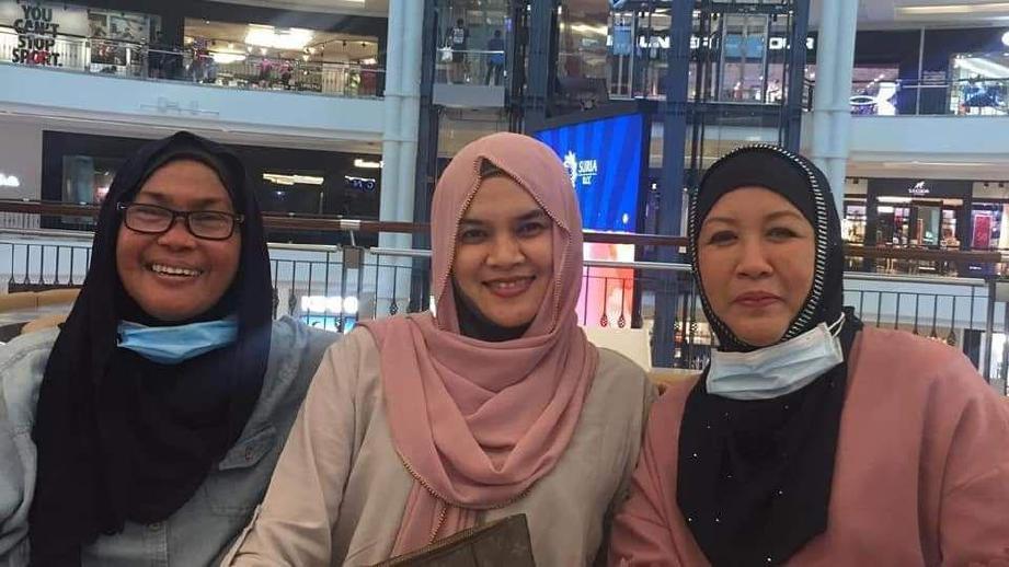 ALINA (kiri), Ina freshies (tengah) dan Safura (kanan).