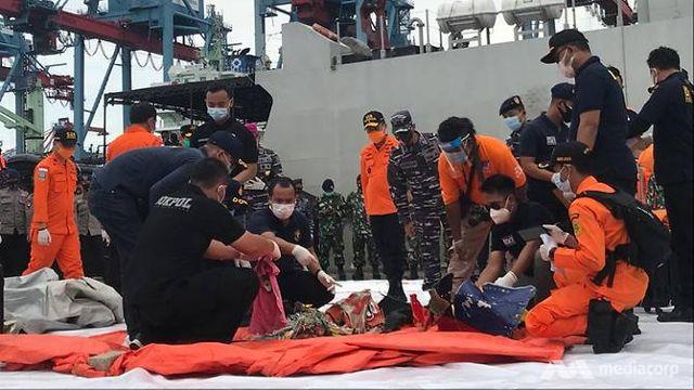 Nahas pesawat Sriwijaya: Bahagian tubuh manusia ditemui dekat perairan Jakarta - BERITA MediaCorp