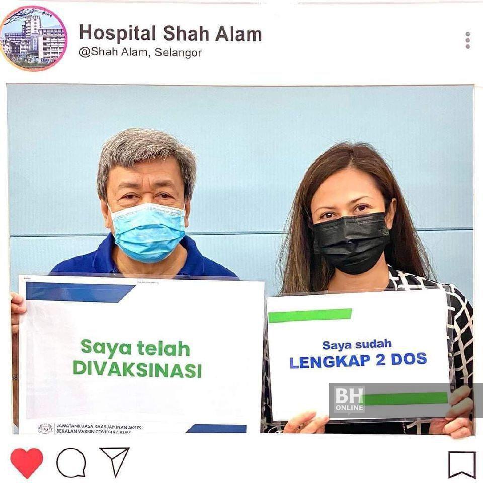 Sultan Selangor, Sultan Sharafuddin Idris Shah Alhaj dan Tengku Permaisuri Norashikin selesai menerima suntikan dos kedua vaksin COVID-19 Pfizer-BioNTech di Hospital Shah Alam. - Foto NSTP/ Ihsan Selangor Royal Office